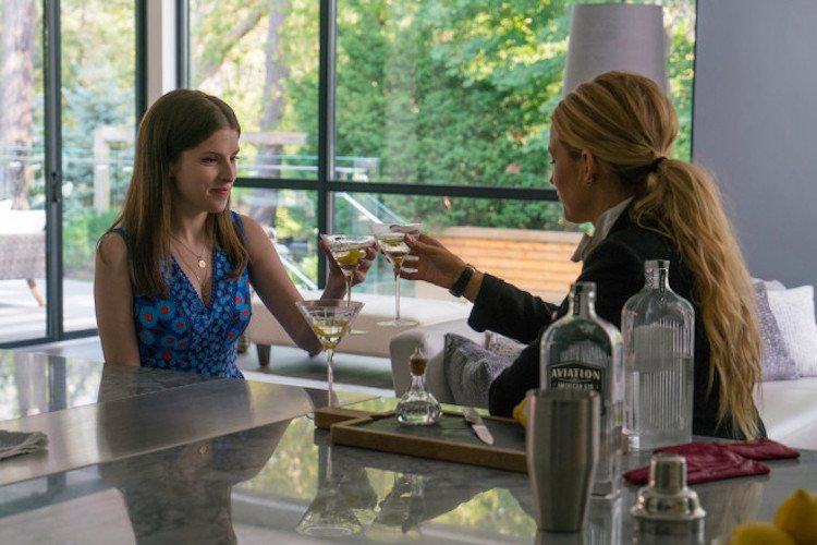 REVIEW: A Simple Favor Reveals a Complicated Relationship
